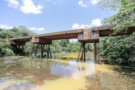 Defesa Civil de Camaçari interdita ponte em Lagoa Seca