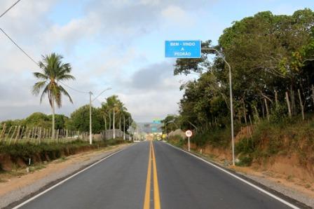 Governador entrega trecho pavimentado da rodovia BA-503 no município de Pedrão