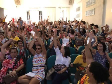 Professores mantêm greve e ocupação da Câmara de Feira