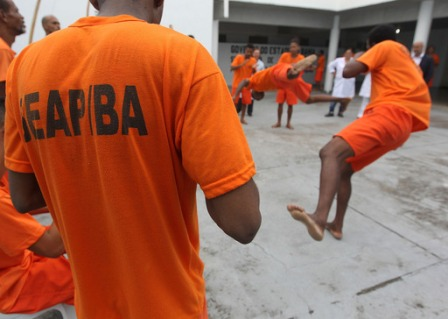 Conjunto penal de Lauro de Freitas utiliza capoeira para ressocialização