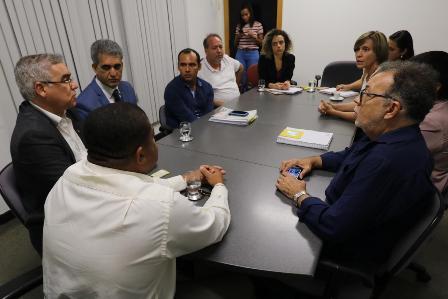 Reunião define rumos finais para conclusão das obras do teatro do Centro de Convenções de Feira