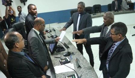 Três vereadores suplentes tomam posse na Câmara de Ilhéus
