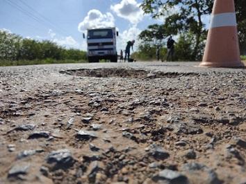 Acao-conjunta-entre-Governo-do-Estado-e-Prefeitura-de-Cardeal-da-Silva-requalifica-rodovia-estadual